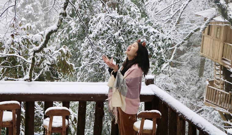 龙苍沟迎来今冬初雪